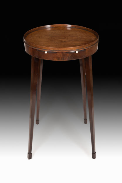 Urn-small-table